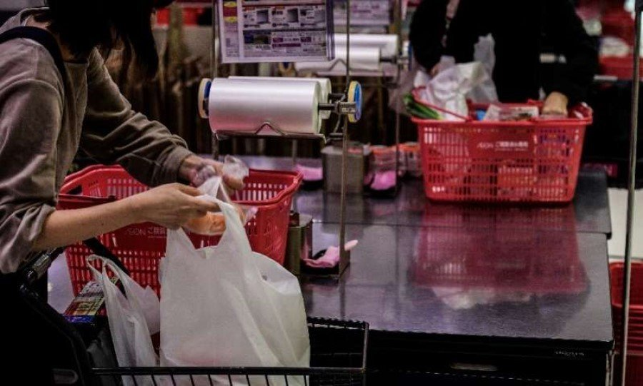 Japan retailers to charge for plastic bags from 2020
